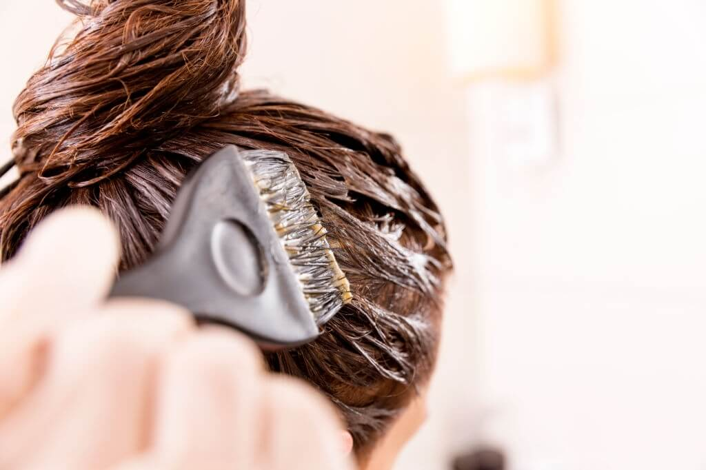 How to Apply Hair Dye to Remove Lice?